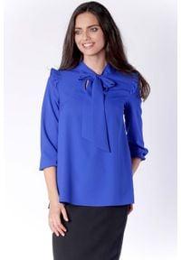 Nommo - Kobieca Kobaltowa Bluzka z Dekoracyjnym Wiązaniem i Falbanką. Kolor: niebieski. Materiał: wiskoza, poliester