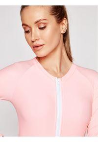Różowy strój kąpielowy
