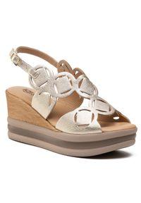 Złote sandały Igi & Co