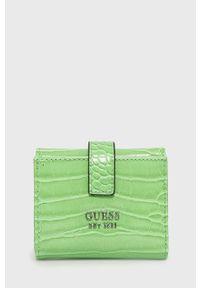Guess - Portfel. Kolor: zielony. Materiał: materiał. Wzór: gładki