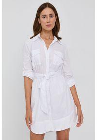 Guess - Sukienka. Kolor: biały. Materiał: tkanina. Długość rękawa: długi rękaw. Typ sukienki: rozkloszowane