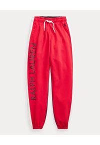 Ralph Lauren - RALPH LAUREN - Czerwone bawełniane spodnie dresowe z logo. Kolor: czerwony. Materiał: bawełna, dresówka. Wzór: haft