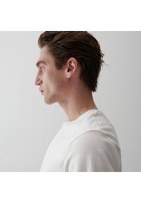 Reserved - Bawełniany t-shirt - Kremowy. Kolor: kremowy. Materiał: bawełna