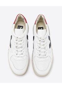Veja - VEJA - Białe sneakersy V10. Kolor: biały. Materiał: dresówka, guma, jeans. Wzór: aplikacja