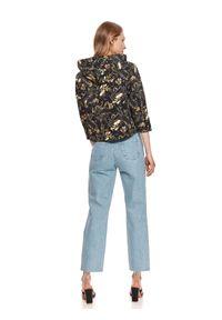 TOP SECRET - Krótka bluza z kapturem w roślinny nadruk. Typ kołnierza: kaptur. Kolor: czarny. Materiał: tkanina. Długość: krótkie. Wzór: nadruk. Sezon: lato