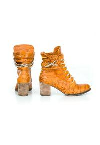 Brązowe botki Zapato z cholewką za kostkę, w kolorowe wzory, wąskie