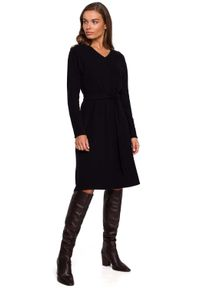 Czarna sukienka MOE z dekoltem w serek