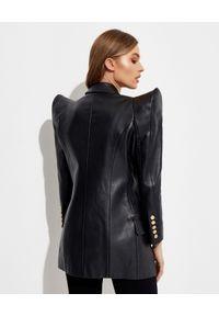 Balmain - BALMAIN - Skórzana marynarka ze sztywnymi ramionami. Kolor: czarny. Materiał: skóra. Długość rękawa: długi rękaw. Długość: długie