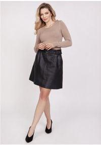 MKM - Klasyczny Sweter z Półkrągłym Dekoltem - Mocca. Materiał: wiskoza. Styl: klasyczny