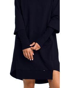 BE - Fantastyczna sukienka o nowoczesnym kroju. Okazja: na co dzień. Typ kołnierza: kołnierzyk stójkowy. Materiał: elastan, dzianina, materiał, bawełna. Długość rękawa: krótki rękaw. Typ sukienki: asymetryczne. Styl: casual