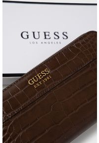 Guess - Portfel. Kolor: brązowy. Materiał: materiał. Wzór: gładki