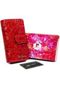 Portfel damski Pierre Cardin 116-LADY18 CZERWONY. Kolor: czerwony. Materiał: skóra. Wzór: kwiaty, aplikacja