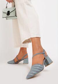 Niebieskie sandały na słupku Renee