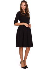 MAKEOVER - Czarna Rozkloszowana Sukienka z Rękawem za Łokcie. Kolor: czarny. Materiał: poliester, elastan