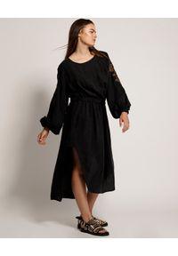 Czarna sukienka ONETEASPOON z haftami, midi