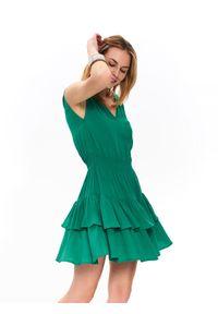 Zielona sukienka TOP SECRET na lato, elegancka