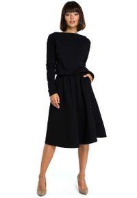MOE - Czarna Rozkloszowana Dzianinowa Sukienka z Gumką w Tali. Kolor: czarny. Materiał: dzianina