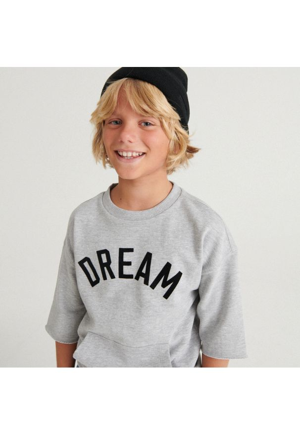 Reserved - Melanżowy t-shirt oversize z kieszonką - Jasny szary. Kolor: szary. Wzór: melanż