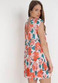 Born2be - Różowa Sukienka Taphissis. Kolor: różowy. Materiał: tkanina. Długość rękawa: bez rękawów. Wzór: kwiaty. Długość: mini
