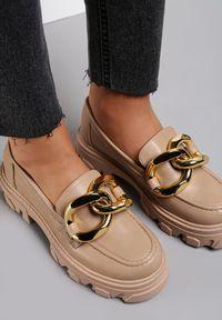 Renee - Ciemnobeżowe Mokasyny Themistoli. Nosek buta: okrągły. Zapięcie: bez zapięcia. Kolor: beżowy. Materiał: jeans, dzianina. Obcas: na obcasie. Wysokość obcasa: średni