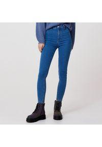 Cropp - Jeansy skinny - Niebieski. Kolor: niebieski