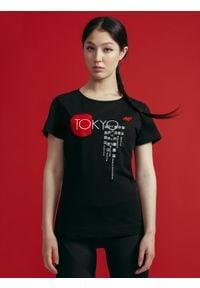 4f - T-shirt damski z kolekcji kibica FROM PAST TOFUTURE. Kolor: czarny. Materiał: dzianina, bawełna. Wzór: nadruk
