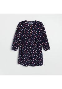 Reserved - Sukienka w kwiaty - Granatowy. Kolor: niebieski. Wzór: kwiaty