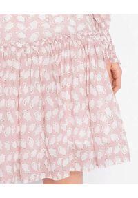 HEMISPHERE - Różowa midi sukienka z falbaną. Kolor: różowy, wielokolorowy, fioletowy. Materiał: wiskoza. Wzór: kwiaty, aplikacja, nadruk. Typ sukienki: oversize. Długość: midi