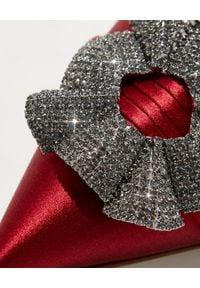 MANOLO BLAHNIK - Szpilki z biżuteryjną klamrą Sinal. Zapięcie: klamry. Kolor: czerwony. Materiał: satyna, materiał. Wzór: aplikacja. Obcas: na szpilce. Wysokość obcasa: średni