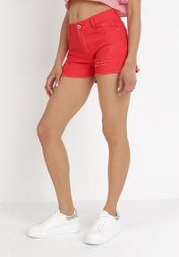 Born2be - Czerwone Szorty Kisyse. Kolor: czerwony. Materiał: bawełna, materiał, jeans. Długość: krótkie. Wzór: aplikacja