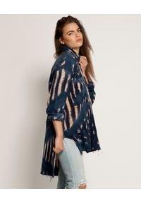 ONETEASPOON - Koszula Santorini Tie Dye. Kolor: niebieski. Materiał: bawełna, jeans. Długość rękawa: długi rękaw. Długość: długie. Wzór: aplikacja, haft. Styl: boho