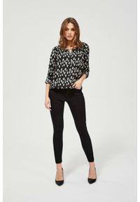 MOODO - Czarne jeansy push up. Kolor: czarny. Długość: długie. Wzór: gładki
