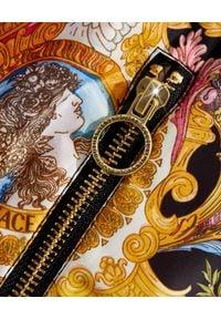 Versace Jeans Couture - VERSACE JEANS COUTURE - Kurtka z kapturem w jasnych odcieniach. Typ kołnierza: kaptur. Kolor: czarny. Długość rękawa: długi rękaw. Długość: długie. Wzór: nadruk