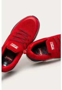 Czerwone buty sportowe Levi's® na spotkanie biznesowe, z okrągłym noskiem