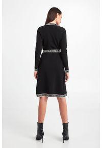 Karl Lagerfeld - SUKIENKA KARL LAGERFELD. Wzór: nadruk. Typ sukienki: dopasowane. Styl: klasyczny. Długość: midi