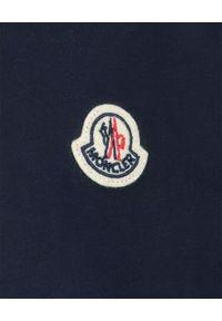 MONCLER KIDS - Granatowa koszulka z logo 4-14 lat. Okazja: na co dzień. Kolor: niebieski. Materiał: bawełna. Wzór: aplikacja. Sezon: lato. Styl: klasyczny, casual