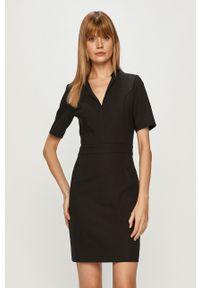 Czarna sukienka Morgan z krótkim rękawem, prosta, mini, biznesowa