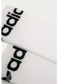 Białe skarpetki adidas Originals z nadrukiem