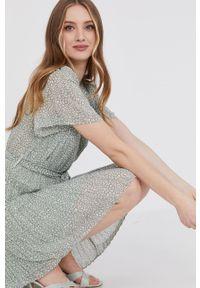 Answear Lab - Sukienka. Kolor: zielony. Typ sukienki: plisowane, rozkloszowane. Styl: wakacyjny