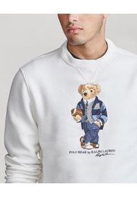 Ralph Lauren - RALPH LAUREN - Biała bluza z misiem polo. Typ kołnierza: polo. Kolor: biały. Materiał: bawełna, materiał, prążkowany. Wzór: napisy, nadruk