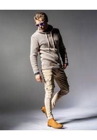 GUNS & TUXEDOS - Beżowy sweter z kapturem Cold Sunrise. Okazja: na co dzień. Typ kołnierza: kaptur. Kolor: beżowy. Materiał: wełna, jeans, materiał. Wzór: aplikacja. Styl: elegancki, casual