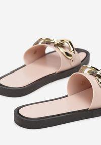 Renee - Różowe Klapki Andrielez. Nosek buta: otwarty. Kolor: różowy. Materiał: guma. Wzór: gładki, aplikacja
