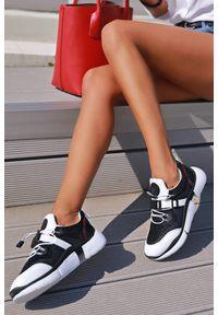 Buty sportowe IVET w kolorowe wzory