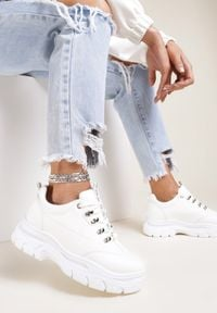Renee - Białe Sneakersy Farwynn. Kolor: biały