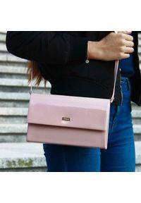 Różowa kopertówka FELICE lakierowana, na lato