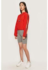 Czerwona kurtka adidas Originals z kapturem