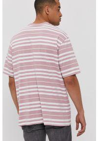 Levi's® - Levi's - T-shirt. Okazja: na spotkanie biznesowe. Kolor: różowy. Materiał: dzianina. Styl: biznesowy