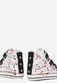 Renee - Biało-Czerwone Trampki Collaeg. Wysokość cholewki: przed kolano. Nosek buta: okrągły. Kolor: biały. Materiał: materiał, guma. Szerokość cholewki: normalna