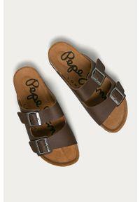 Brązowe klapki Pepe Jeans