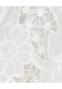 ZIMMERMANN - Biała sukienka midi. Okazja: na imprezę. Kolor: biały. Wzór: haft. Długość: midi